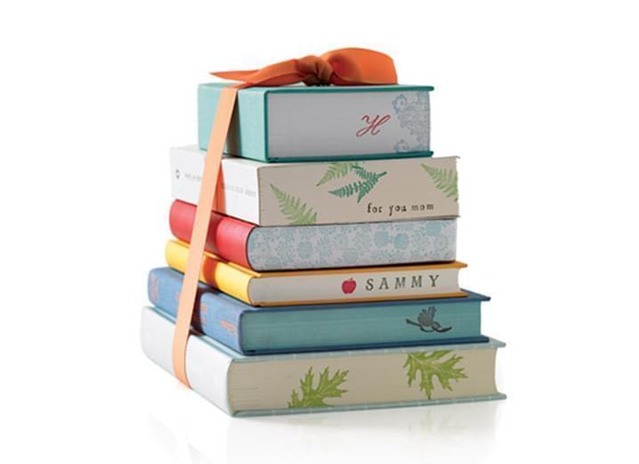 Что можно подарить с книгой